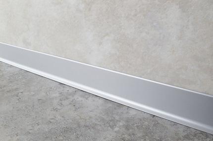Положительные свойства и характеристики алюминиевого плинтуса