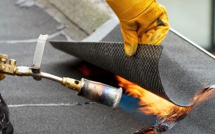 Главные достоинства рулонных битумно-полимерных наплавляемых материалов