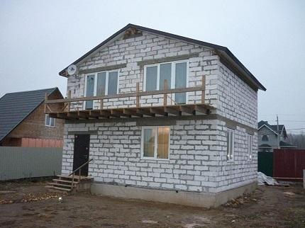 Правила возведения домов из газобетонных блоков и нюансы проектирования
