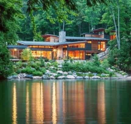 Достоинства дома возле озера: почему стоит приобрести райский уголок