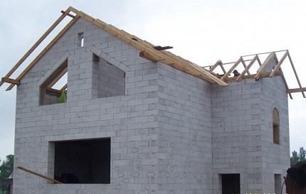 Строительство загородного дома из ячеистого бетона: технология и этапы работ