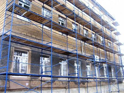 Виды конструкций рамных лесов для фасада и особенности монтажа