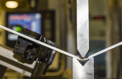 Как осуществляется гибка металла: правила и технология