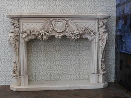 Декоративный камин из гипса в интерьере: преимущества декора