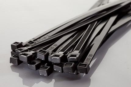 Достоинства кабельных нейлоновых стяжек и сфера использования