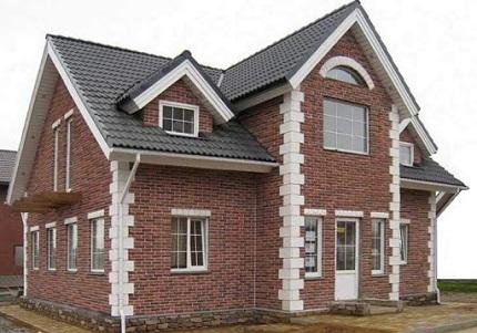 В чем преимущества кирпичных домов и этапы работ при сооружении