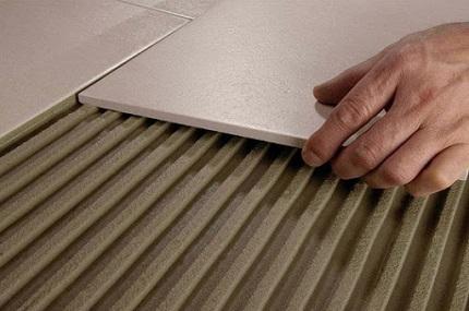 Отличительные особенности разных видов плиточных клеев