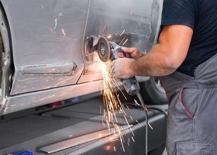 Особенности выбора материалов и инструментов для кузовного ремонта авто