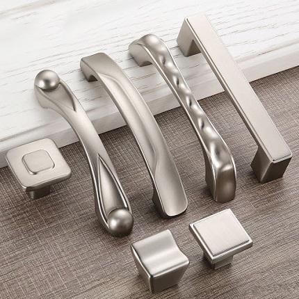 Советы по выбору мебельных ручек: материалы изготовления и способы крепления