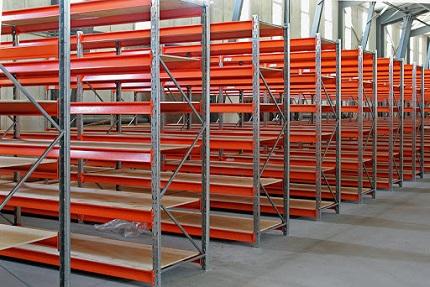 Металлические стеллажи для склада: достоинства, сборка и монтаж