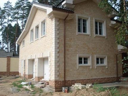 Советы по облицовки фасадов зданий ракушечником и преимущества материала