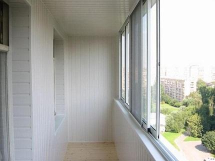 Обшивка балкона пластиком: способы и правила монтажа материала