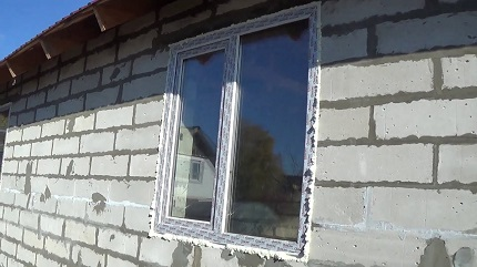 Установка пластикового окна в стену из газобетонных блоков