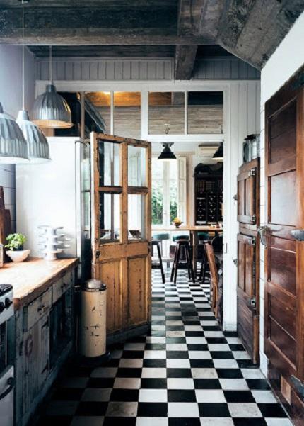 Использование керамической плитки для облицовки пола на кухне