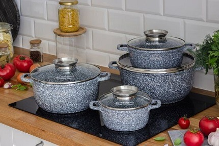 Достоинства посуды с мраморным покрытием и советы по уходу за ней