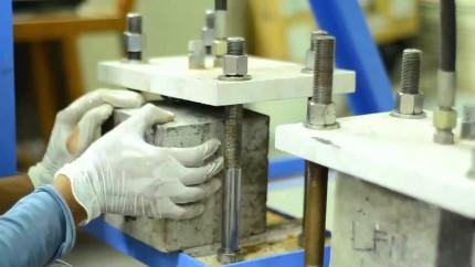 Как осуществляется проверка бетона на сжатие: правила и основные методы
