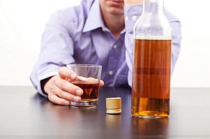 Как отучить сотрудника выпивать: классические методы и нестандартные действия