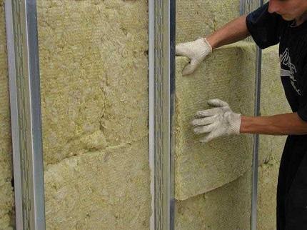 Минеральная вата в качестве утеплителя для стен: технология и способы монтажа