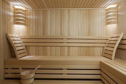 Облицовка стен бани и сауны вагонкой: преимущества такого покрытия