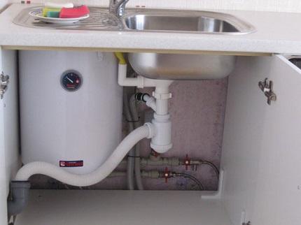 Водонагреватель под мойку: выбор прибора и этапы установки